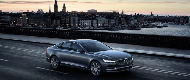 170414_Location_Front_Quarter_Volvo_S90_Osmium_Grey_b.jpg