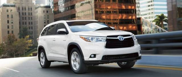 2017-Toyota-Highlander-side-view-white-color-headlights-grille-and-alloy-wheels.jpg